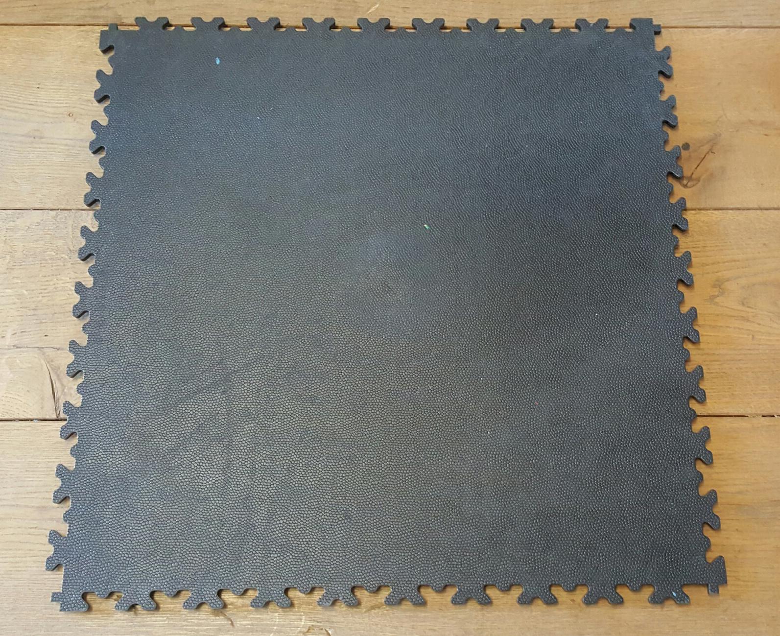 pvc fliesen f r garage werkstatt oder hallen nun auch in neuer optik verf gbar werkstatt. Black Bedroom Furniture Sets. Home Design Ideas